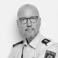 """Bild von Dirk Rohde Don, olizeibeamter, Onkolotse, Gründer Selbsthilfegruppe """"Kopf-Hals-Mund-Krebs e.V."""", Speaker auf der Krebs-Convention YES!CON von yeswecan!cer"""