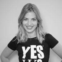 """Bild von Susan Sideropoulos,Schauspielerin,Moderatorin Mitgründer yeswecan!cer, Krebsaktivist, Produktmanager/Portalvermarktung, """"NPG Digital GmbH"""", auf der Krebs-Convention YES!CON von yeswecan!cer"""