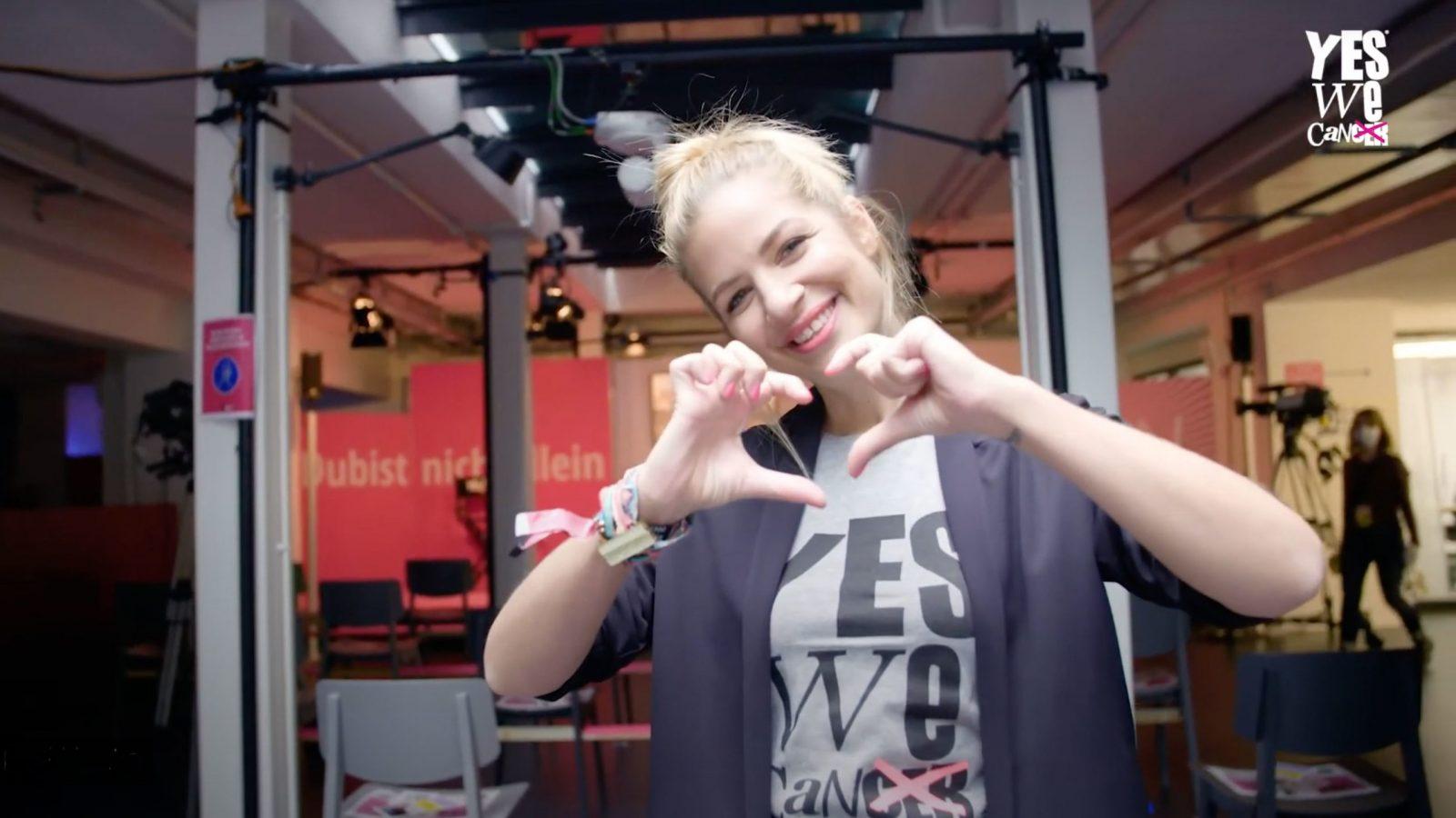 Bild von Susan Sideropoulos im Aftermovie der YES!CON 2020 von yeswecan!cer